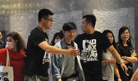 粉丝太多,林俊杰火速被包围