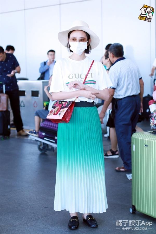 活久见!白敬亭机场撩妹、杨洋为粉丝买饭,王一博竟然讲话了!