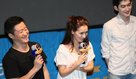《战狼2》问鼎华语电影票房第一,吴京脸上笑出了花~