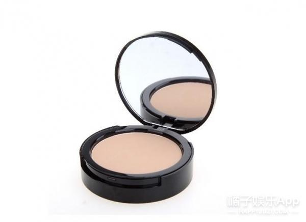化妆镜化妆镜,告诉我谁是世界上最美的人!
