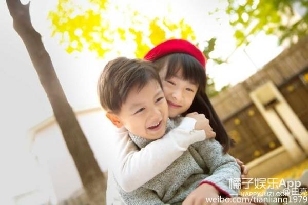 杨威晒女儿照片,这...真是复制粘贴的一家人啊!