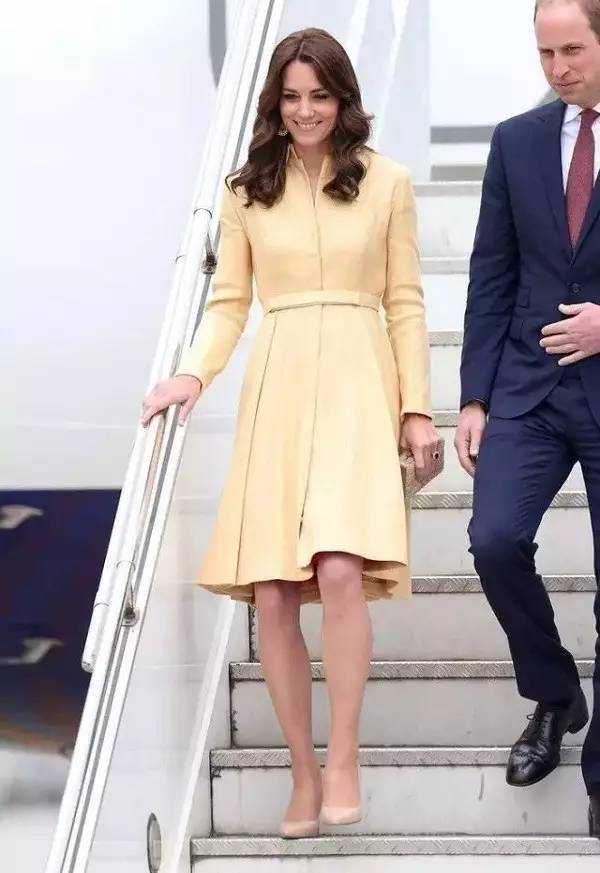 初秋女生应如何根据不同场合选择高跟鞋?