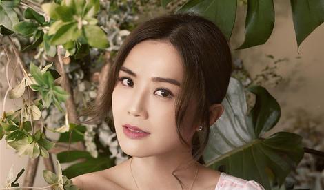 蔡卓妍甜力满分人比花美