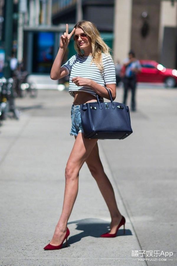 维密面试各种逆天长腿刷屏,驾驭不了同款衣服买同款包也好!