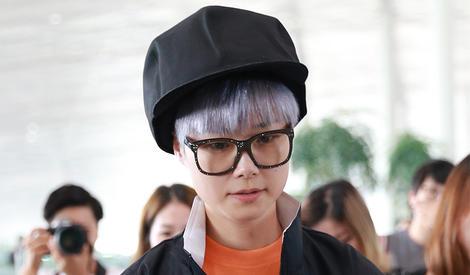 李宇春:别低头,帽子会掉