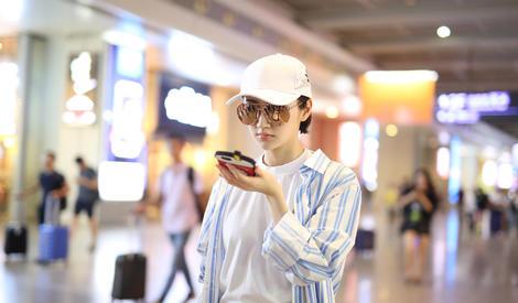 景甜小姐姐美的发光,然而手机壳又抢镜了