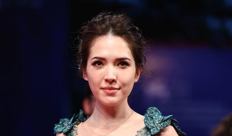 74届威尼斯电影节:卢靖姗宛若美人鱼,许玮甯深V到肚脐