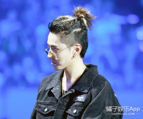 当女明星纷纷把头发剪短时,男明星的头发却越来越长了...