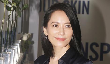 46岁俞飞鸿气质满分:女生应该爱每个阶段的自己