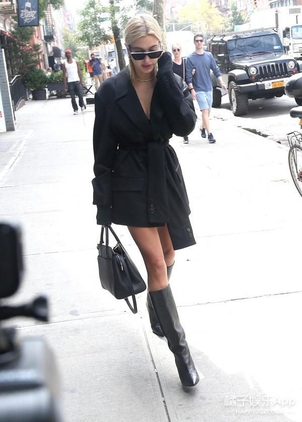 势头赶超肯豆的时尚ICON,纽约时装周上Hailey Baldwin的性感出街穿搭