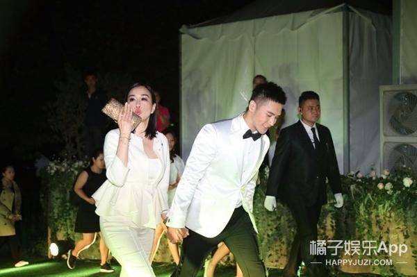 王菲窦靖童李嫣出席晚宴尬舞,跳成这样让我怀疑王菲喝了假酒