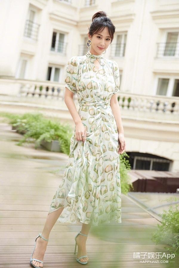 杨紫实力蜕变,受邀巴黎头排看秀,着装清新演绎法式chic风