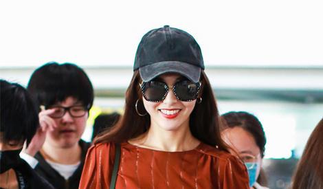 机场最爱笑的女星,绝对非唐嫣莫属