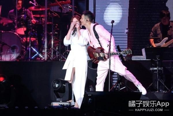 潘玮柏强吻李荣浩?对此杨丞琳的反应是...