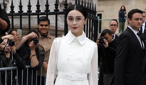 轻松hold住all white造型,这次的范冰冰是文艺女王