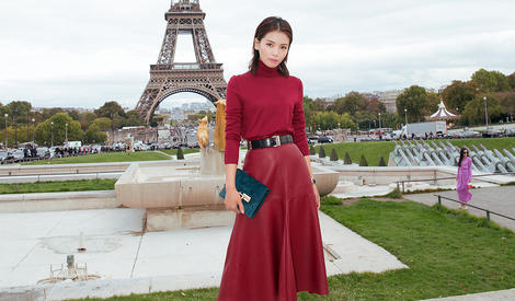 一袭红裙,总攻刘涛行走在浪漫巴黎