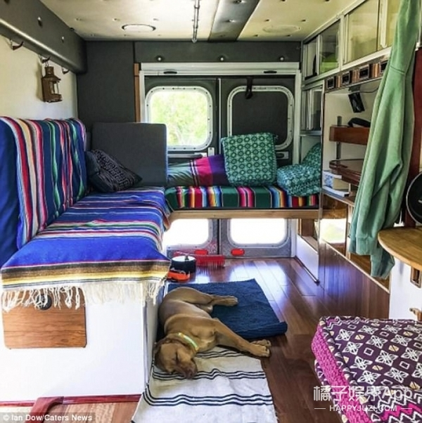 哥们开着救护车4个月走了7个国家去旅行