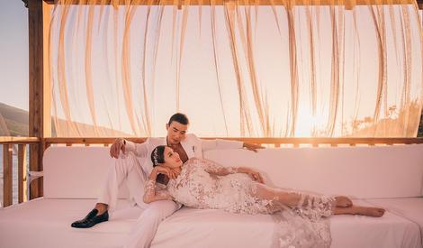 好浪漫!小泡芙爸妈结婚十周年拍唯美婚纱照