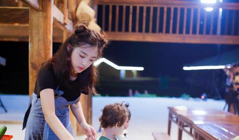张含韵自曝想结婚生小孩,与萌娃互动超有爱