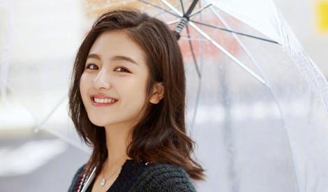 她暖了秋天,李兰迪回眸甜美笑容加分