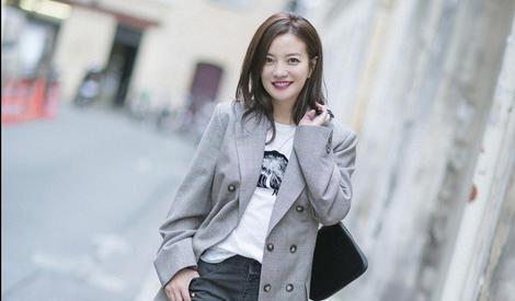 赵薇漫步巴黎街头,娇艳红唇很美很赵薇
