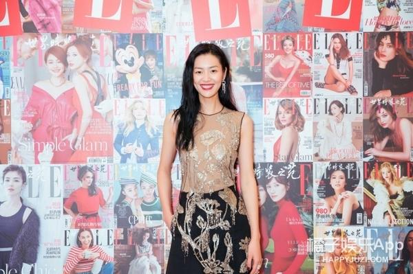 性感与率性的完美结合,表姐刘雯活动造型迷人依旧!