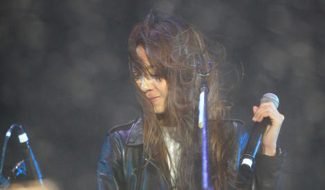 陈绮贞雨中弹唱,你还在这里就是旅行的意义