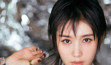 玲珑小妖精王子文,短发配长裙又美又潇洒