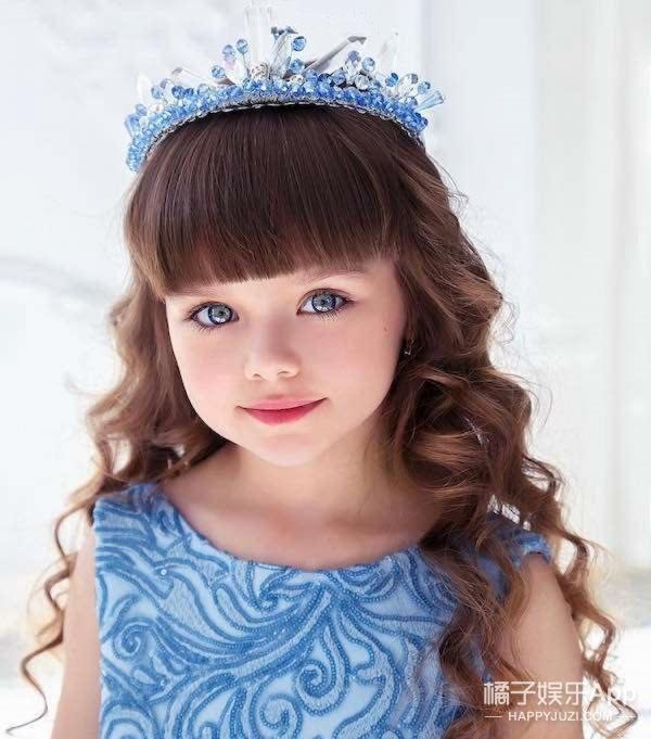 6岁小模特有着精灵一样的眼睛,被称为是最美丽的小孩