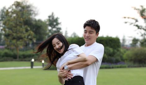 亲亲抱抱举高高!能抱着两位公主的贾乃亮太幸福啦
