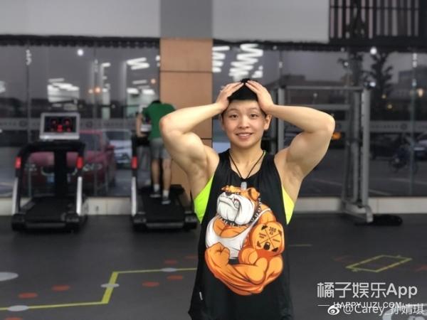 成都体院最帅教练爆红!六块腹肌还有麒麟臂,竟然是女的?