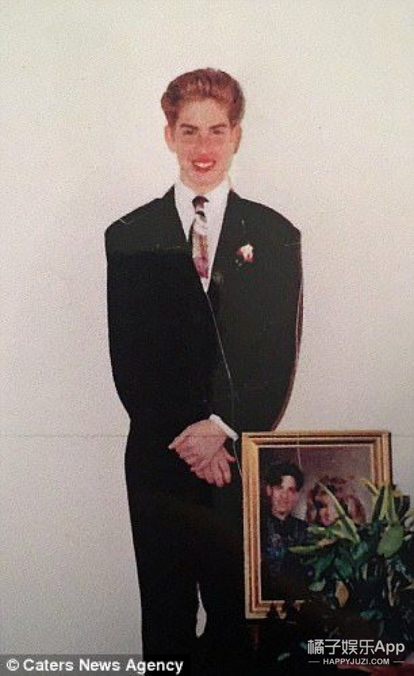 先变性、再整容,这个美国男人花了660万把自己整成芭比娃娃