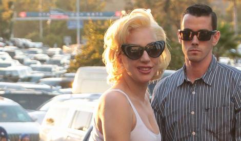 Lady Gaga示范巨星式下车,你学会了吗
