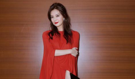 第30届东京电影节开幕,赵薇作为唯一的中国评委穿红裙亮相红毯