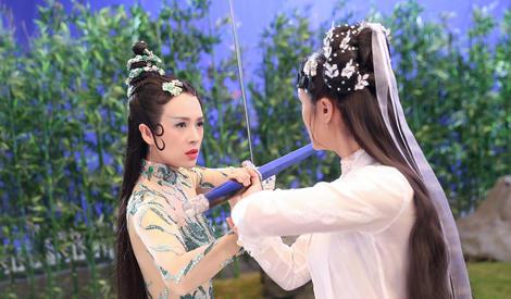 章子怡因郑爽演技差怒扔刘烨的鞋?可她的青蛇扮相真的好美啊