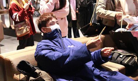 曾舜晞应该很怕冷,看他穿的衣服就知道了
