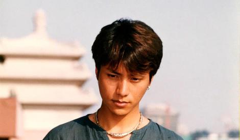 陈坤15年前旧照曝光,带耳环青涩又帅气