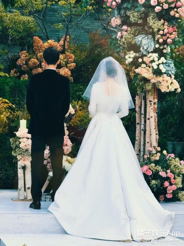 甜蜜对视、害羞拥吻,今年最期待最甜蜜的双宋婚礼细节全在这!