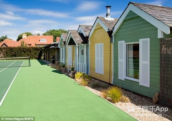 夫妻俩本来只是扩建房子,建着建着变成了度假屋