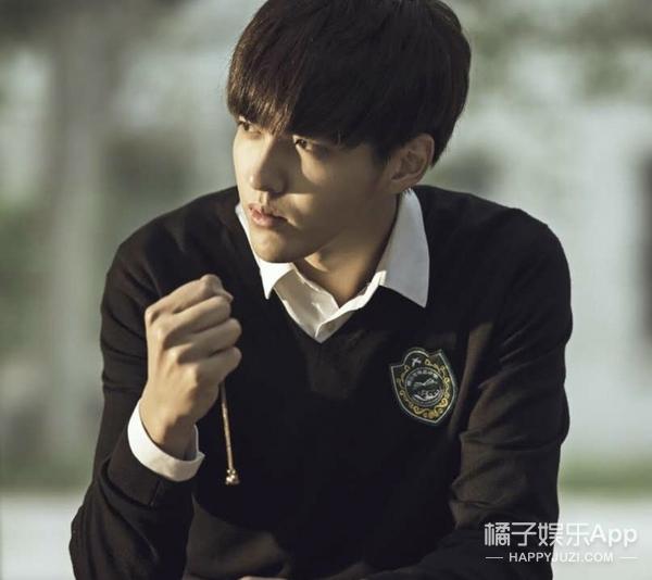 听说像吴亦凡这么帅的人都这样留发型!