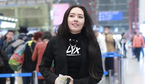 郭碧婷應粉絲要求竟然在機場表演翻白眼