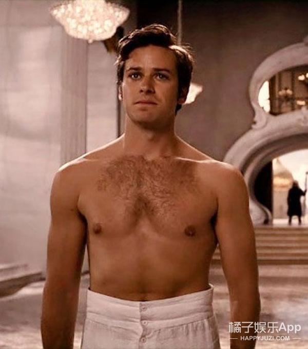导演现场要求脱衣服、嫌胸肌太大还P小?雷神幕后还有这些小故事
