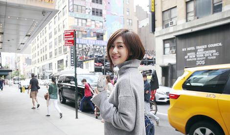 刘芸徜徉街头 纵情玩转少女风