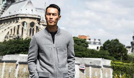 杨佑宁化身型格绅士漫步在巴黎浪漫的阳光下