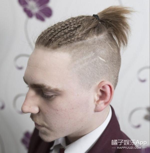 某高中集体给男生剃光头对吗?没想到外国学校也这样