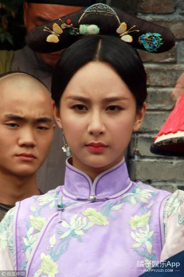 神奇了,怎么男明星都成了赵本山,女明星都成了蔡明....