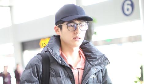 """刘昊然又穿上他爱的""""中戏牌""""棉服啦"""