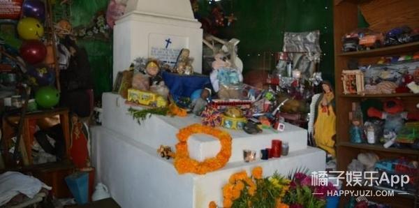这个去世84年的婴儿陵墓,一下成了大家祈祷的对象