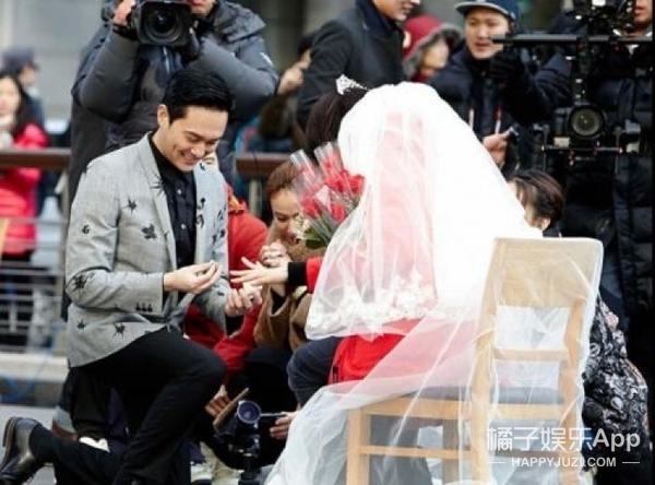 看完这些明星的求婚故事..呵呵也不是所有求婚都是浪漫的嘛