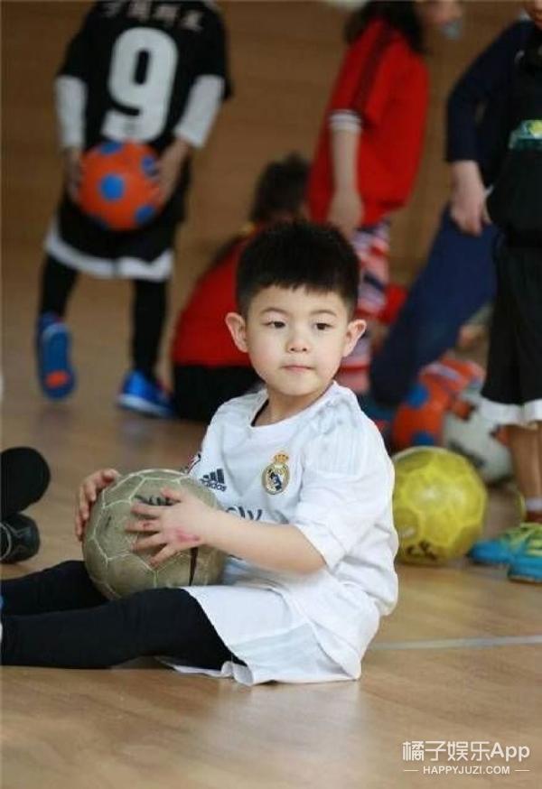 刘昊然小时候长得也太像安吉了,简直就是安吉本吉!